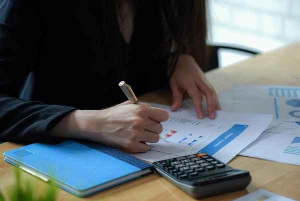 5 estratégias rápidas para organizar as contas da casa