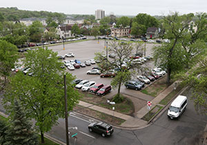 The University of Minnesota is looking for engineering and construction services to extend utilities to the site of the proposed $182 million Ambulatory Care Center on an existing surface parking lot bounded by Fulton Street, Ontario Street, Essex Street and Erie Street in Minneapolis. (File photo: Bill Klotz)