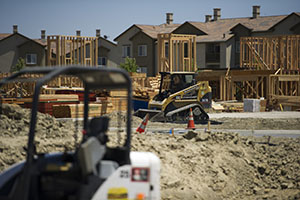 Contractors work on homes at the Gale Ranch housing development by Shapell Homes in San Ramon, Calif., in June. (Bloomberg News photo: David Paul Morris)