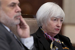 Janet Yellen, vice chairman of the U.S. Federal Reserve, right, and Ben Bernanke, chairman, attend an open meeting of the Fed's Board of Governors on Tuesday in Washington, D.C. (Bloomberg News photo)