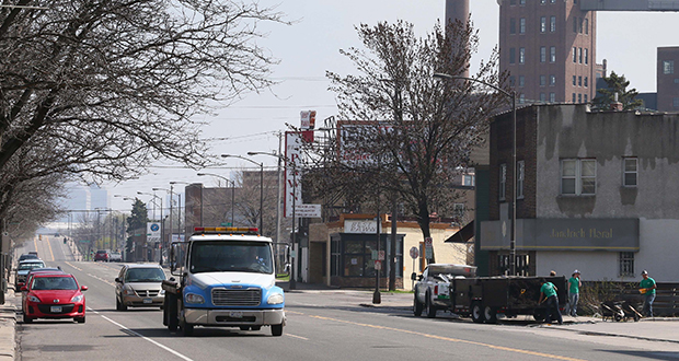 Cars pass by the intersection of West Seventh Street and Randolph Avenue in St. Paul on Thursday. The corridor is the east metro's busiest bus route and is tapped for a bus rapid transit line. (Staff photo: Bill Klotz)