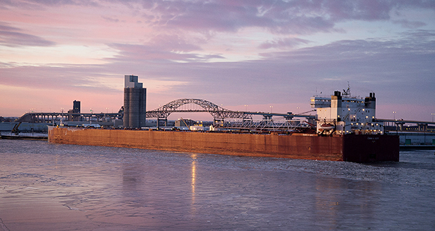 The freighter Edwin H. Gott takes on fuel at the Port of Duluth-Superior in Duluth, Minnesota. (Bloomberg News file photo)