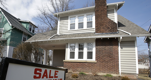 This photo shows a home for sale March 21 in Cleveland Heights, Ohio. The National Association of Realtors said Monday that its seasonally adjusted pending home sales index rose slightly in September. (AP file photo)