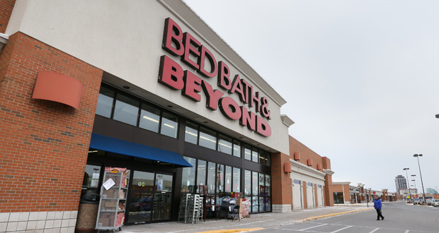 Kraus-Anderson Realty's Southtown Shopping Center south of Interstate 494 in Bloomington is 99 percent leased. The building owners oppose zoning changes that would make the shopping center a nonconforming use. (Staff photo: Bill Klotz)