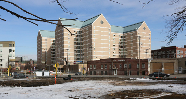 CPM Cos. had planned to build a 123-room hotel at 1014, 1018 and 1022 Essex St. SE in Minneapolis, but instead sold the three properties to the University of Minnesota for $6.6 million. CPM will sell the remainder of the block to the university for about $19.2 million more. (Staff photo: Bill Klotz)
