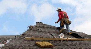 A construction worker finishes a roof Oct. 12, 2012 in Chicago. The National Association of Home Builders/Wells Fargo reported Wednesday that its index rose to its highest level since January. (AP file photo)