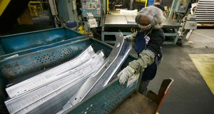 United Auto Workers line worker Vanassa Stafford loads a bin with stamped parts April 30, 2015 at the General Motors Pontiac Metal Center in Pontiac, Mich. (AP file photo)