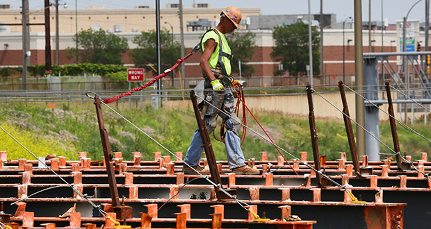 The Minnesota Department of Transportation is re-decking the Snelling Avenue bridge over Interstate 94 in St. Paul. The bridge is scheduled to reopen in time for the Minnesota State Fair.  (Staff photo: Bill Klotz)