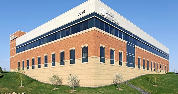 Kraus-Anderson Realty Co. has sold the Woodlake Center, 2090 Woodwinds Drive in Woodbury. The sole tenant is the flagship clinic for Summit Orthopedics. (Submitted photo: CoStar)