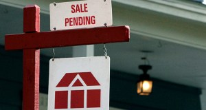 A sign announces a residential home sale pending in May 2014 in Framingham, Massachusetts. Fewer Americans signed contracts to buy homes in August, the National Association of Realtors said Monday, as pending sales slumped amid broader concerns about the U.S. stock market and global economy. (AP file photo)