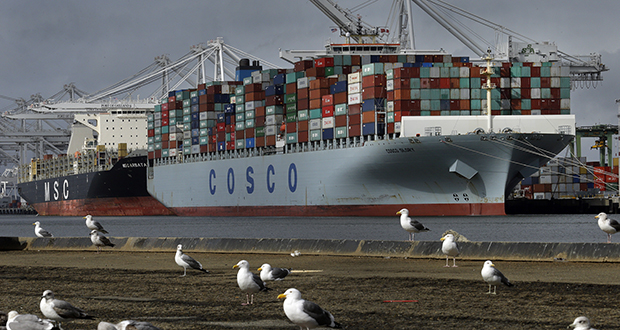 The Chinese container ship Cosco Glory waits to be unloaded Feb. 3, 2017 at the Port of Oakland in Oakland, California. (AP file photo)