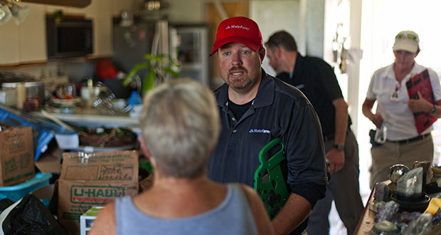 State Farm catastrophe claims adjuster Craig Reeves, center, speaks with a policy holder Sept. 2 after surveying a home affected by Hurricane Harvey in Rockport, Texas. Harvey inflicted damage on 1.7 million homes that could top $11.5 billion in insured losses, according to CoreLogic Inc. (Bloomberg photo: Eddie Seal)