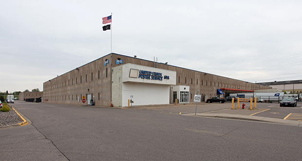 SR Realty Trust, the investment arm of Minneapolis developer Schafer Richardson, has purchased a 350,359-square-foot warehouse on a 20.45-acre tract at 1301 Industrial Blvd. NE in Minneapolis. The building is occupied by a single tenant, SBS Group, a St. Paul-based logistics company that sold the building in a sale-leaseback transaction. (Submitted photo: CoStar)