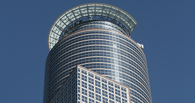 The 58-story Capella Tower at 225 Sixth St. S. in downtown Minneapolis was built in 1992. Shorenstein Properties is the new owner. (File photo: Bill Klotz)