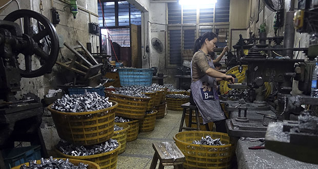 Chinese exporters of goods from electronics to motorcycle parts are scrambling to insulate themselves from U.S. President Donald Trump's proposed tariff hike. This photo shows a worker manufacturing metal parts in October 2015 in an auto parts factory in Rui'an near Wenzhou city in eastern China's Zhejiang province. (AP file photo)