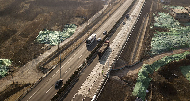 Cars drive adjacent to the photovoltaic lanes on Qilu Transportation's highway in Jinan, China. (Bloomberg photo: Qilai Shen)