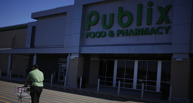 Grocery chain Publix Super Markets is one of the largest employee-owned companies in the U.S. This March 2014 photo shows a Publix employee returning a grocery cart to a Publix Super Markets store in Knoxville Tennessee. (Bloomberg file photo)
