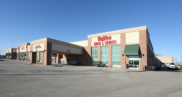 Hy-Vee's 96,336-square-foot store 7120 10th Street N. in Oakdale opened in 2015. (Submitted photo: CoStar)
