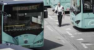 Out of almost 425,000 e-buses worldwide at the end of last year, some 421,000 were in China. In this Sept. 20, 2017, photo, a worker walks past BYD Co. electric buses parked at a public transportation hub in Shenzhen, China. (Bloomberg file photo)