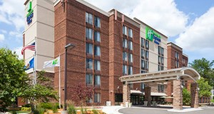 holiday-inn-express-bloomington-west-summer-exterior3-1-w