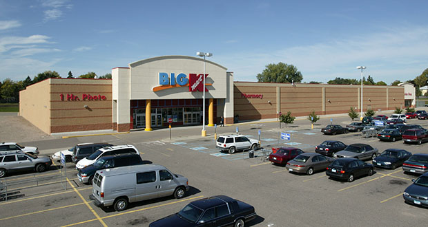 The Kmart store at 50 Signal Hills Court in West St. Paul has been vacant since 2016. Dominium has proposed replacing it and an adjacent property with nearly 370 workforce and senior apartments. (Submitted photo: CoStar Group)