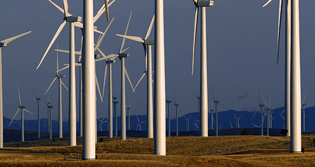 A U.S. study shows that supplying all electricity from wind, water and solar would need 0.42% of land area, plus 1.6% of land area for space between wind turbines. This May 6, 2013, photo shows a wind turbine farm owned by PacifiCorp near Glenrock, Wyoming. (AP file photo)