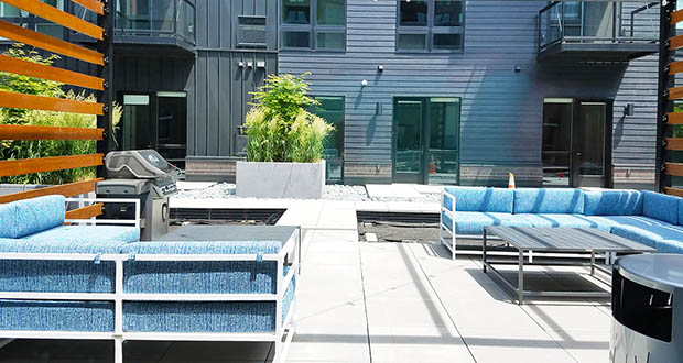 Residents at G4 can relax in the building's outdoor courtyard.