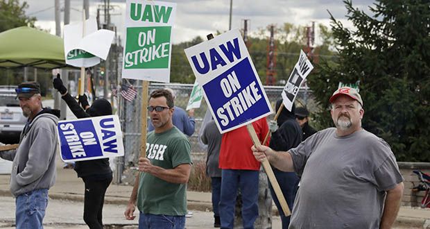 John Kirk, right, a 20-year-employee, pickets with co-workers Friday outside the General Motors Fabrication Division in Parma, Ohio. (AP photo)