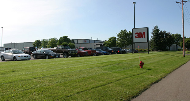 An unnamed buyer plans to demolish this vacant 3M plant at 3031 Lexington Ave. S. in Eagan to make way for a new distribution center nearly twice its size. (Submitted photo: CoStar)