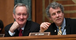 Senate Banking Committee Chairman Sen. Mike Crapo, R-Idaho, left, and ranking member Sen. Sherrod Brown, D-Ohio, right, talk Wednesday during a hearing with Federal Reserve Chairman Jerome Powell on Capitol Hill in Washington. (AP Photo: Susan Walsh)