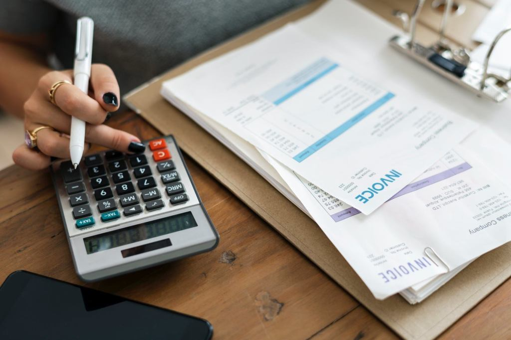 6 Ways to Be Financially Secure For the Future