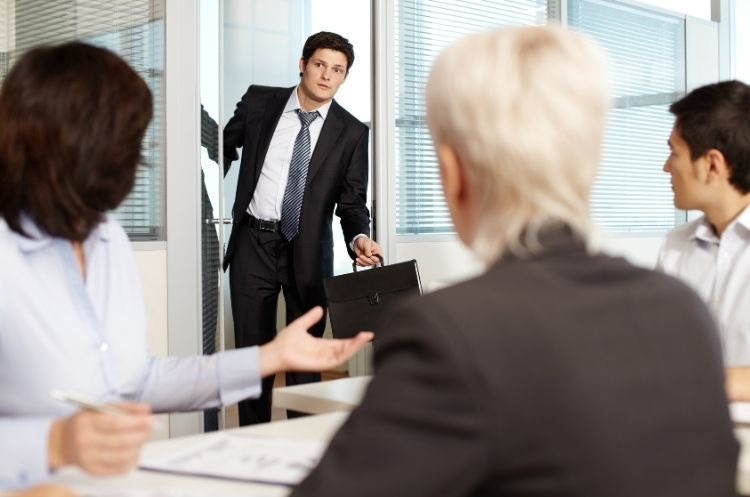 4 Things That Will Make You Look Unprofessional at Work