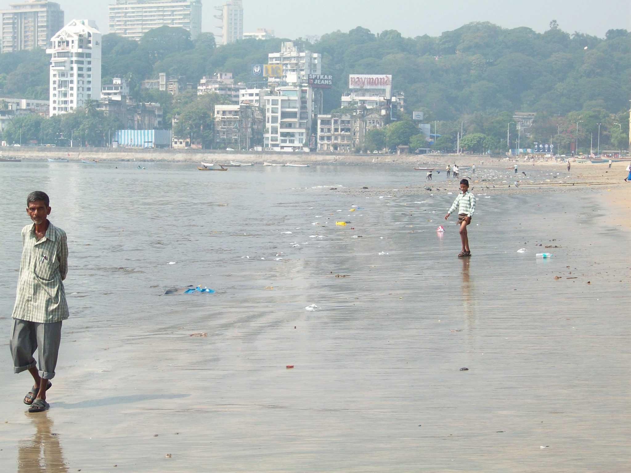 Mumbai Beach - The Average Percent Of Income Donated To Charity Can Improve
