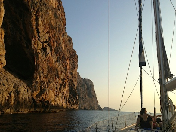Sailing At Sunset In Mallorca - How Can You Tell If A Guy Is Rich If He Displays Little Material Wealth?