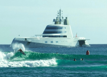 Mega yacht in Hawaii