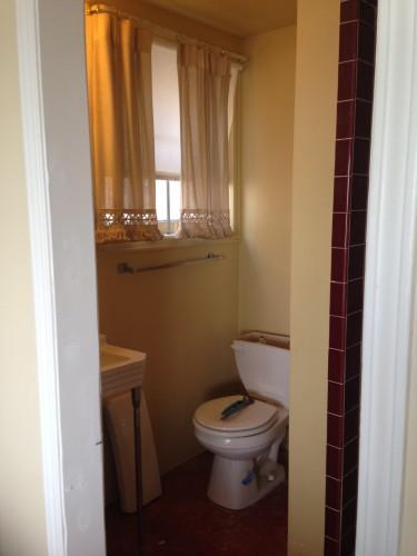 Old crappy bathroom