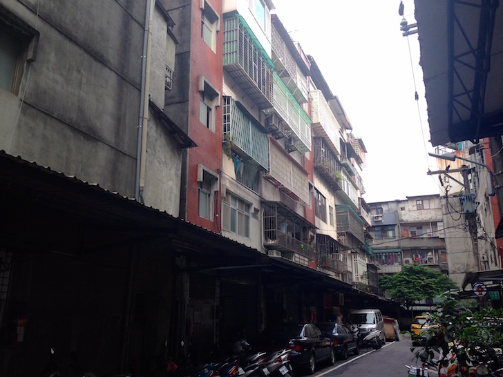 The outside of her ~$500/month apartment in Banqiao, Taipei - Abundance Mindset To Grow Your Wealth