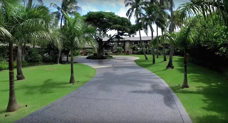What it's like living in a mega-mansion - nice driveway