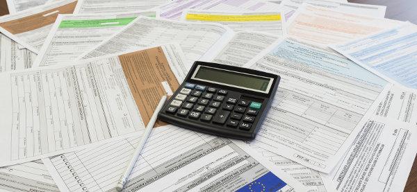 dokumenty podatkowe i kalkulator