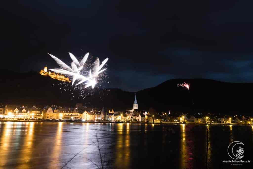 Feuerwerk fotografieren vor der Burg Thurant an der Mosel