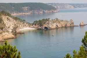 Blick auf den Strand und die Île Vierge