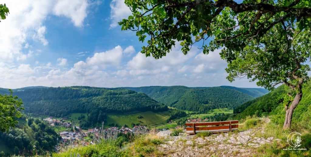 Blick vom Wasserfels aufs Lenninger Tal