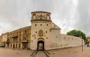 Das Tor der Morgenröte und die Stadtmauer