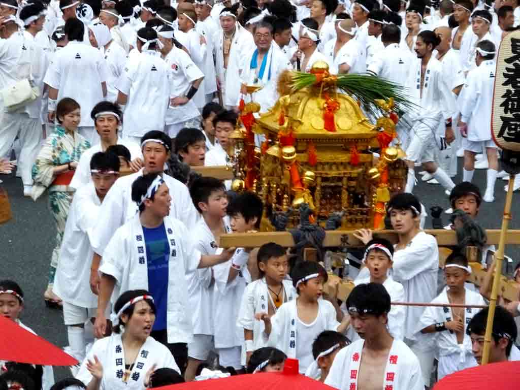 children-and-their-small-mikoshi