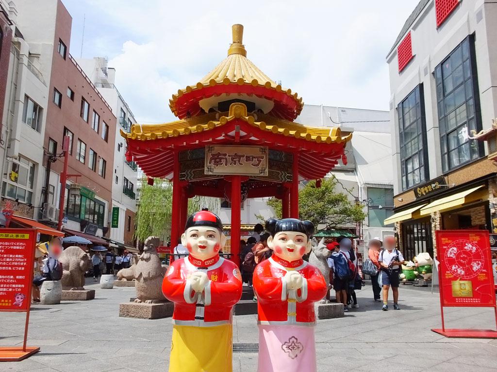 Nankin-machi Square and Azumaya there