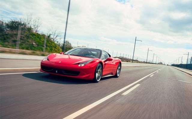 Kør Ferrari & Lamborghini på bane Image