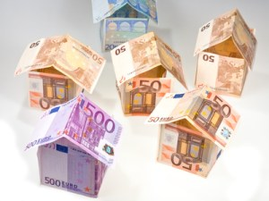 expensive houses from euro banknotes