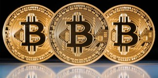 """Bitcoin Struggles After Warren Buffett Says It's """"Probably Rat Poison Squared"""""""
