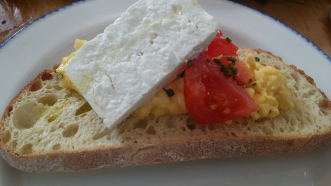 scrambled-eggs-feta