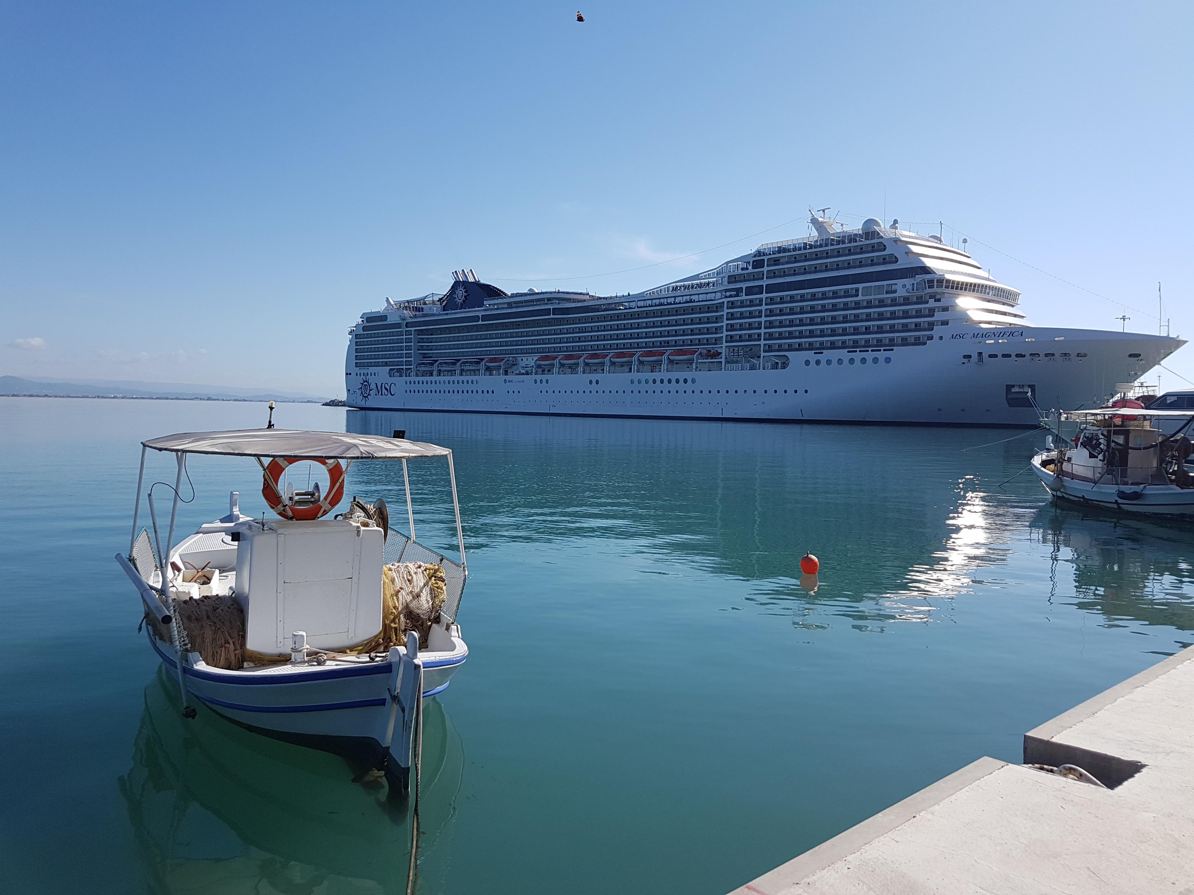 cruise-ship-1.jpg